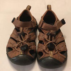 Keen kids Sz 8 waterproof sandals
